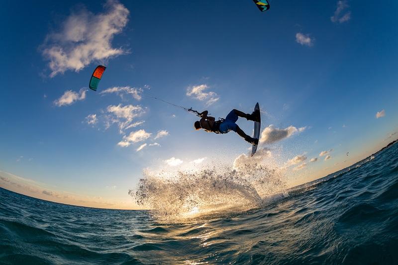Najlepsze miejsca i kraje do uprawiania kitesurfingu
